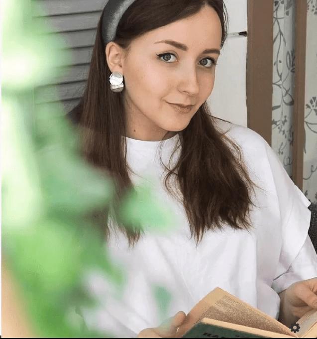 Валерия Новикова обучает заработку в интернет через продажу услуг по созданию сайтов на конструкторе Tilda